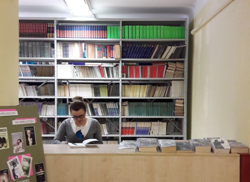 b_800_600_0_00_images_PRACA_SZKOLY_Biblioteka_biblioteka.jpg